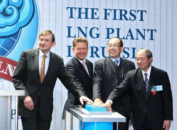 18 февраля в рамках проекта Сахалин-2 открыт первый в России завод по производству сжиженного природного газа
