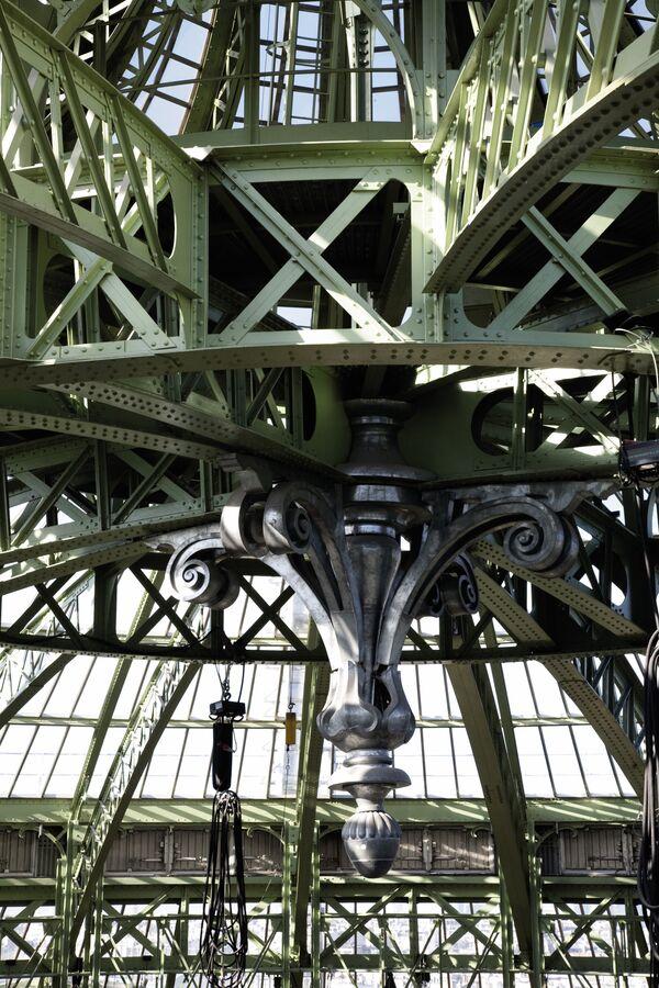 Интерьеры  Гран-Пале,  переделанное для торгов Ив Сен-Лорана