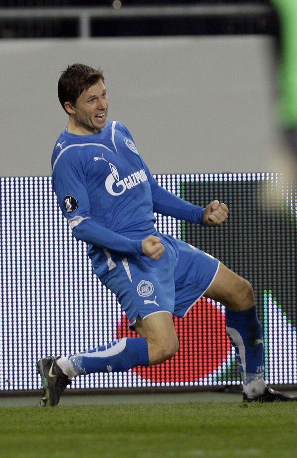 Игорь Семшов празднует гол в ворота Штутгарта