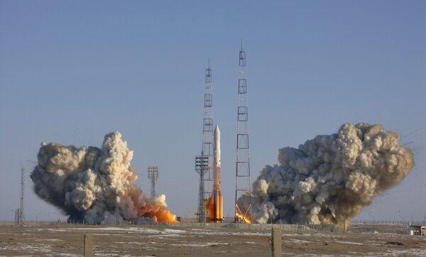Пуск ракеты-носителя Протон с Байконура
