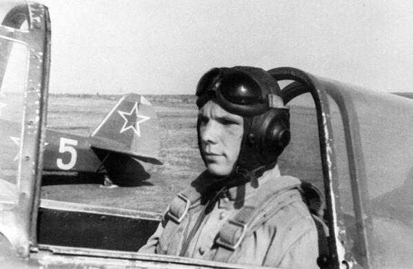 Гагарин на спортивном самолете