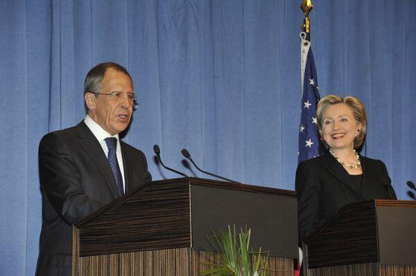 Главы внешнеполитических ведомств России и США Сергей Лавров и Хиллари Клинтон дали пресс-конференцию в Женеве