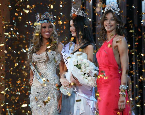 Мисс мира 2008 и Мисс Россия 2007 Ксения Сухинова, обладательница титула Мисс Россия — 2008 София Рудьева, Мисс Вселенная 2008 Диана Мендоза