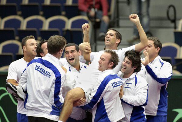 Сборная Израиля по теннису празднует победу над шведами в 1/8 финала Кубка Дэвиса