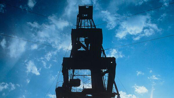 Нефтяная вышка. Архив