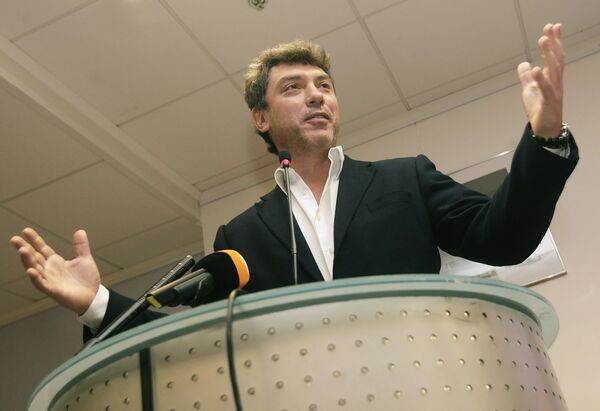 Партия Яблоко готова поддержать оппозиционного политика Бориса Немцова на выборах мэра Сочи, если тот подпишет с ними совместное заявление демократической оппозиции