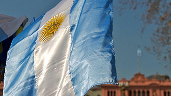 Вице-президент Аргентины против свадебных генералов в предвыборных списках