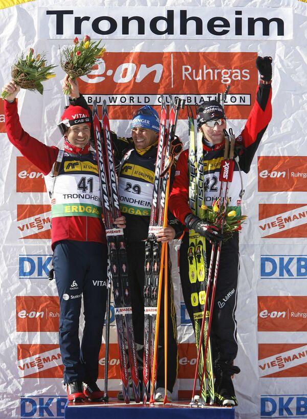 Призеры спринта на этапе КМ в Тронхейме (слева направо): Оле-Эйнар Бьорндален (серебро), Михаэль Грайс (золото) и Симон Эдер (бронза)