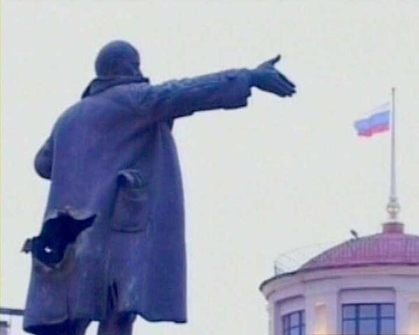 Взорван памятник Ленину в Петербурге