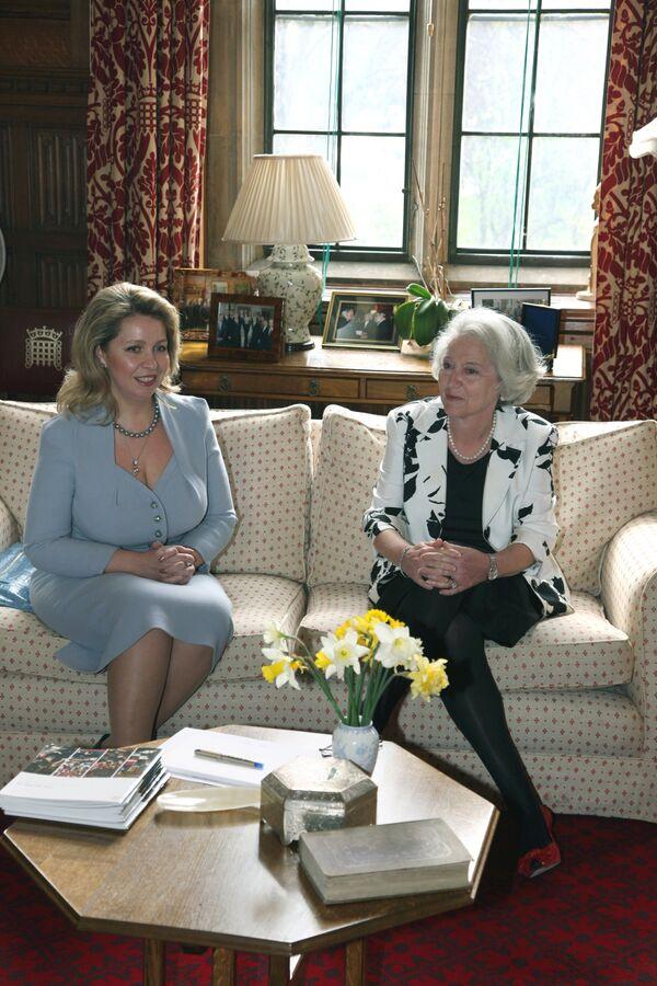 Беседа супруги президента России Светлана Медведева с лорд-спикером палаты лордов парламента Великобритании Хелен Валерии Хэйман