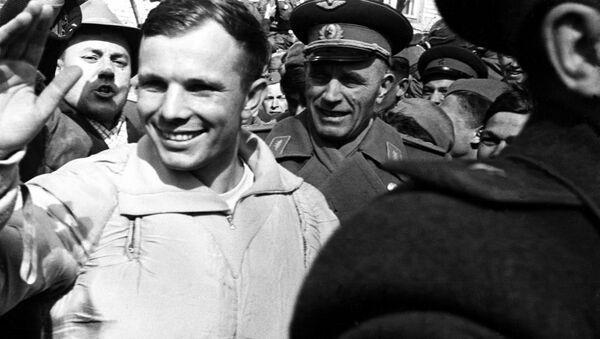 Ю.Гагарин после приземления