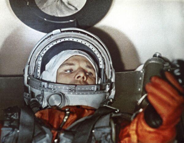 Космонавт Ю.Гагарин в кабине корабля Восток