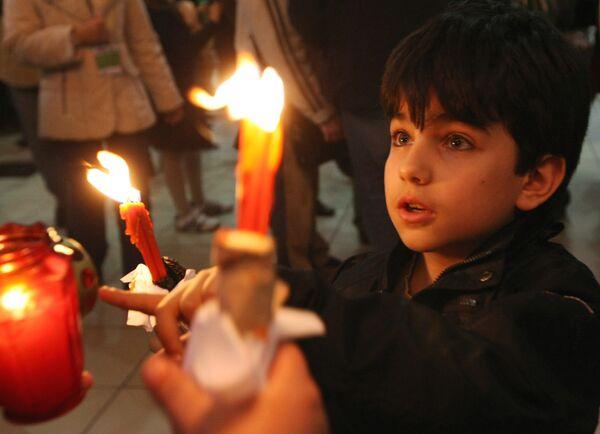 Благодатный огонь из Иерусалима доставят в Россию к Пасхе