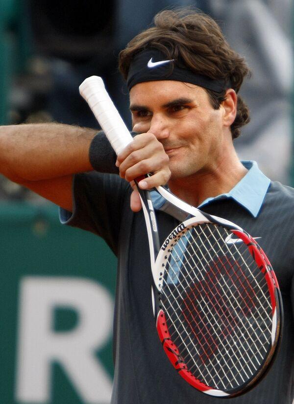 Роджер Федерер в матче против Станисласа Вавринки на турнире в Монте-Карло