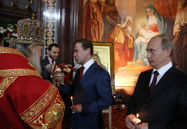 Президент РФ Д. Медведев присутствовал на Пасхальном богослужении в храме Христа Спасителя