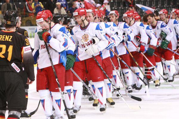 Российская сборная после победы со счетом - 5:0 над немцами