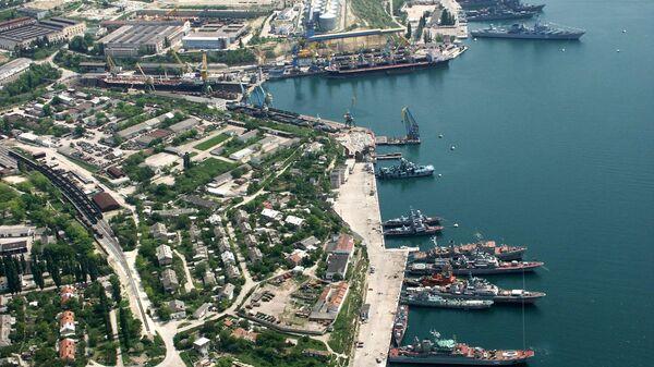 Константин Ольшанский прибудет в порт Севастополя (на фото) 12 апреля
