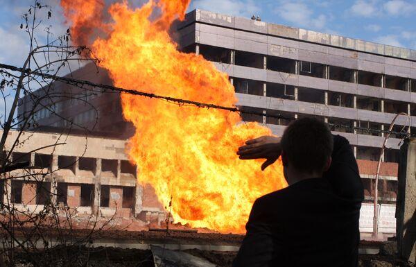 Взрыв и сильный пожар возник в ночь на воскресенье 10 мая на западе Москвы
