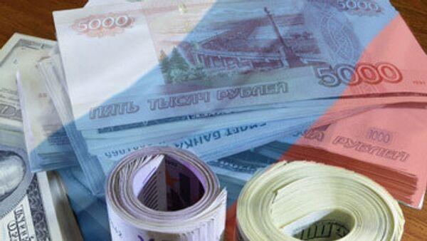 Половина россиян оценивает меры в сфере экономики на тройку - опрос