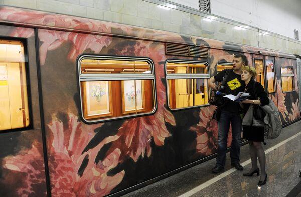 Новый поезд Акварель Московского метрополитена