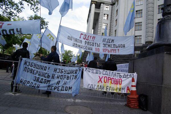 Пикет крымских татар. Архив