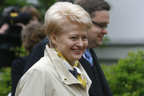 Еврокомиссар Даля Грибаускайте одержала убедительную победу на состоявшихся в воскресенье выборах президента Литвы