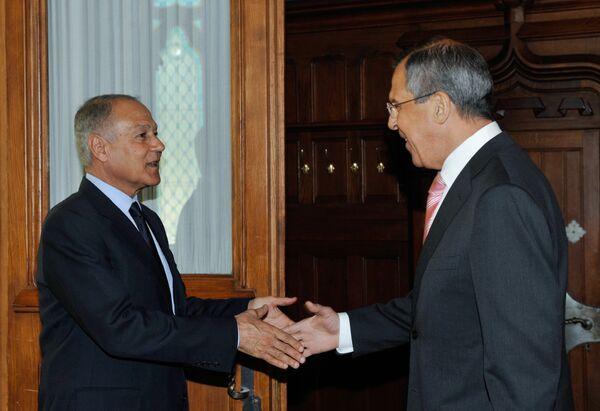 Министры иностранных дел России и Египта Сергей Лавров и Ахмед Абу аль-Гейт. Архив