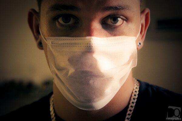 Мужчина в защитной маске