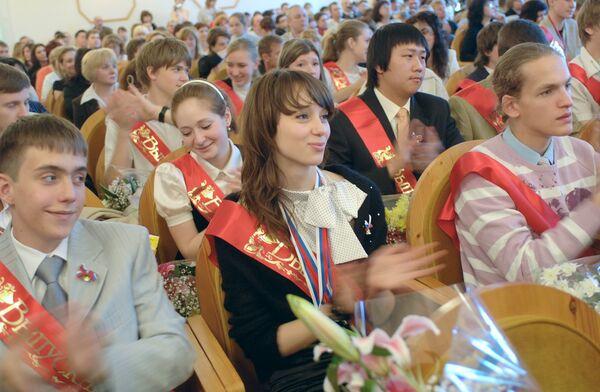 Последние звонки в российских школах растянутся на неделю