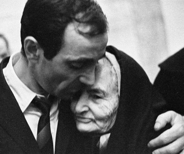 Шарль Азнавур и его бабушка Айкануш