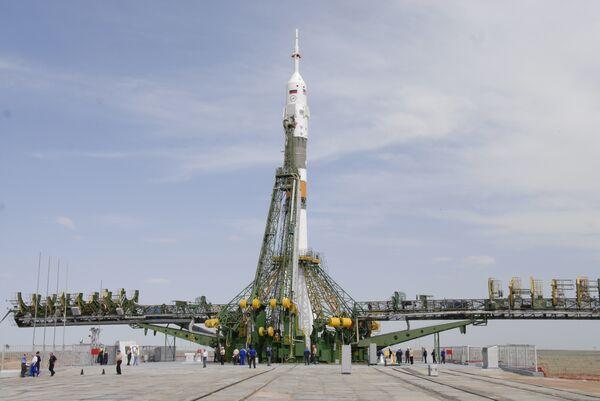Подготовка к запуску ракеты-носителя Союз-ФГ