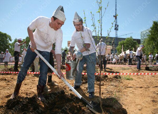 Традиционная посадка деревьев в рамках фестиваля Черешневый лес