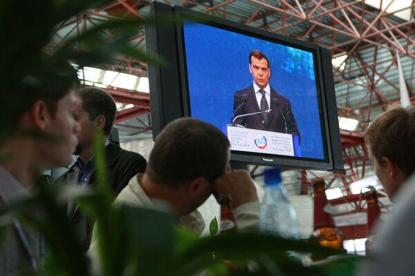 Трансляция выступления президента РФ Дмитрия Медведева