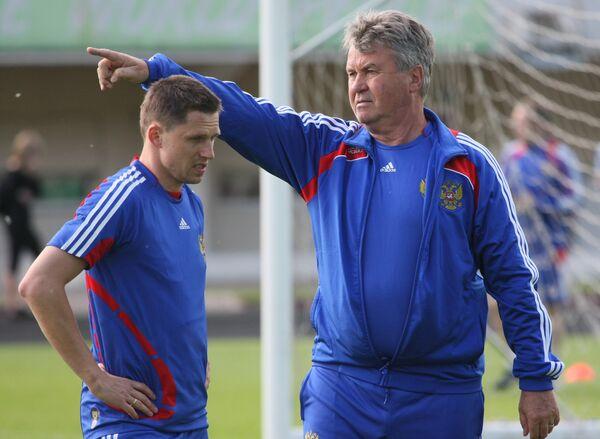 Игорь Семшов (слева) и Гус Хиддинк (справа)