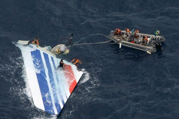 Обломок самолета А330, найденый бразильскими военными. Архив