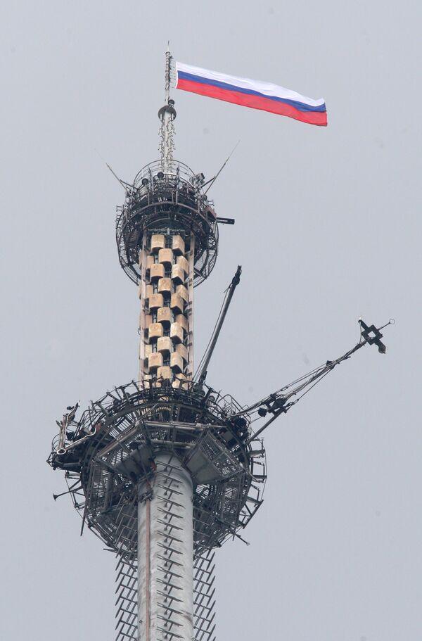В День России на вершине Останкинской телебашни появился российский флаг