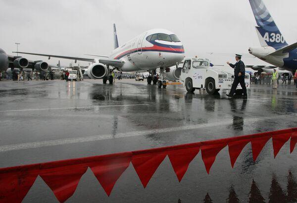Первый полет Суперджет-100 в Ле-Бурже