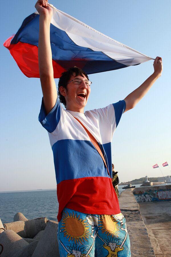 Севастополец с российским флагом. Архив