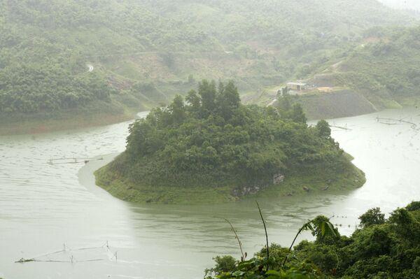 Тайфун Кетсана унес жизни 23 человек на побережье Вьетнама