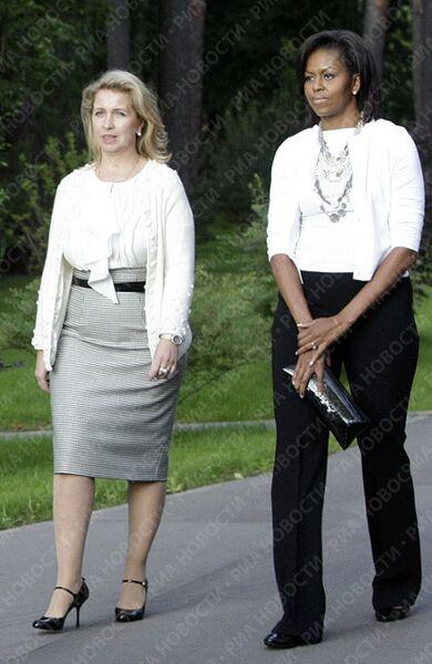 Первая леди США Мишель Обама и первая леди России Светлана Медведева в подмосковсной резиденции Горки
