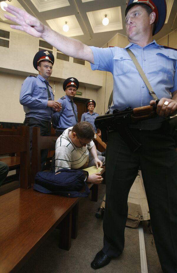 Милиция Алтая завела дело на рабочих, пытавшихся перекрыть трассу