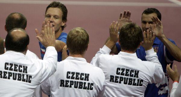 Сборная Чехии празднует победу над Аргентиной в четвертьфинальном матче Кубка Дэвиса