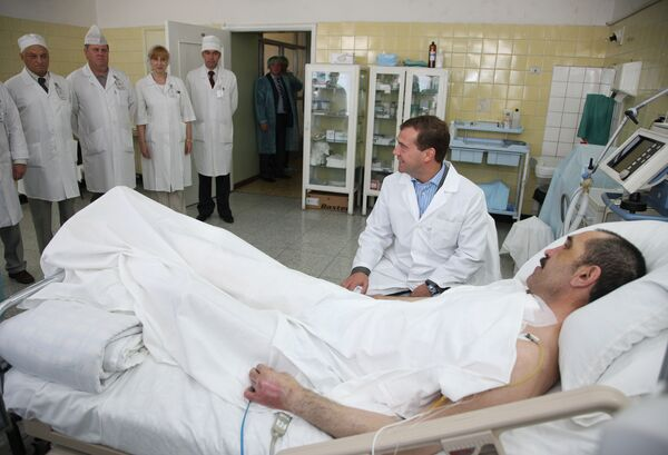Президент РФ Дмитрий Медведев посетил президента Ингушетии Юнус-Бек Евкурова