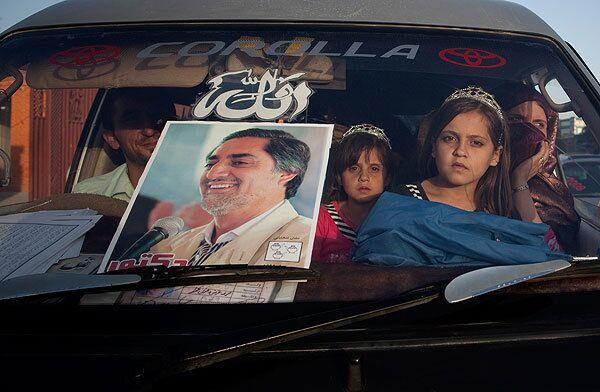 Постер с изображением кандидата в президенты Афганистана Абдулы Абдулы