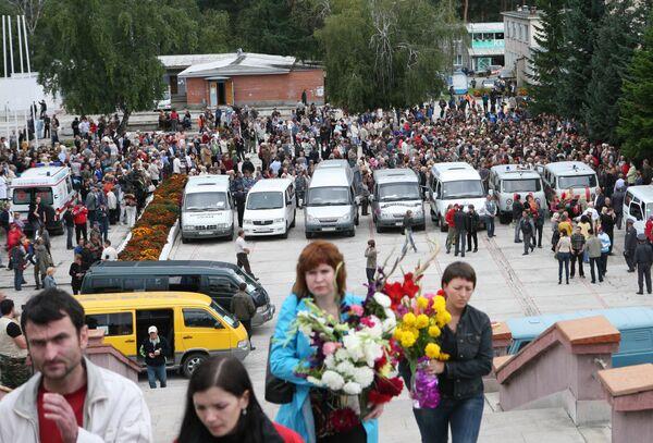 Похороны погибших в результате аварии на Саяно-Шушенской ГЭС