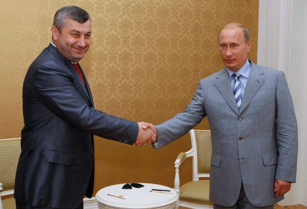Встреча премьер-министра РФ В. Путина с президентом Южной Осетии Э. Кокойты
