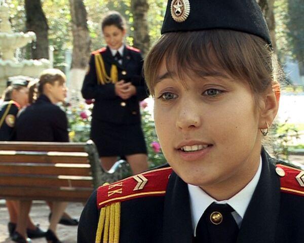 С бантиками и автоматами -  1 сентября в кадетской школе для девочек