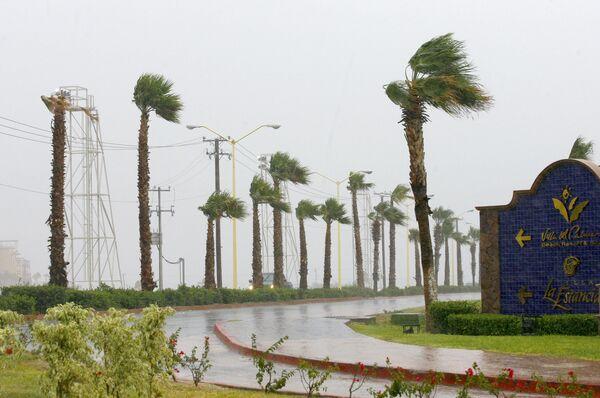 Ураган у побережья Мексики