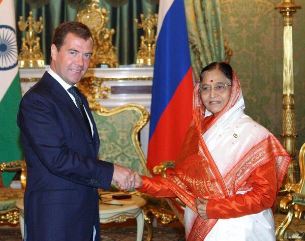 Президенты России и Индии Дмитрий Медведев и Пратибха Патил на встрече в Москве
