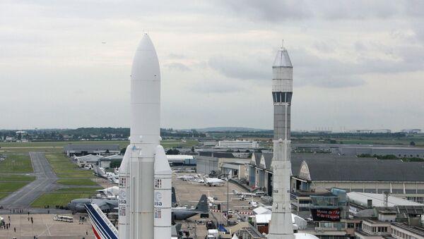 Ракетоносители Ариан-5 и Ариан-2. Архив